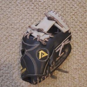 Akadema fielding glove in great condition